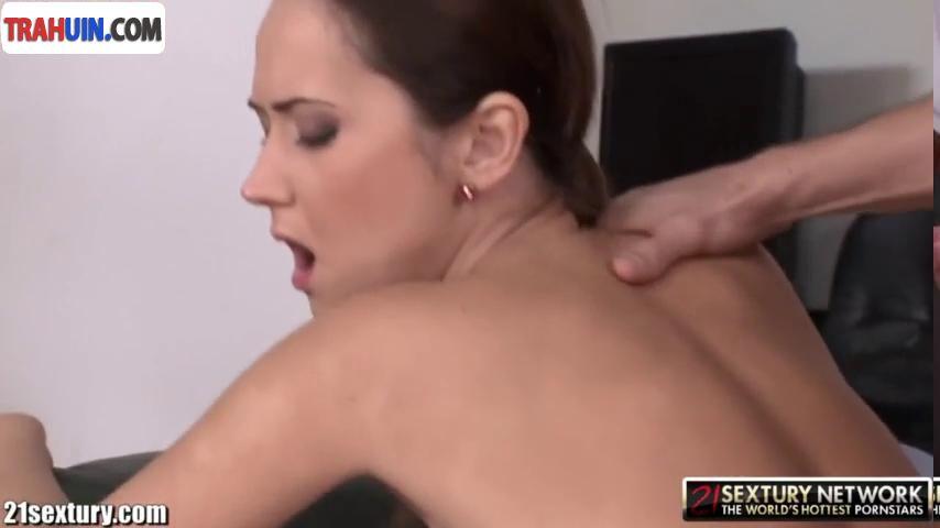 porno-sekretarsha-v-ofise-lomalas-flirt-pristavanie-na-seks-rolik